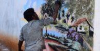 Indigente pinta murales hermosos